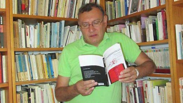 Néstor Ponce y su pasión por la lectura